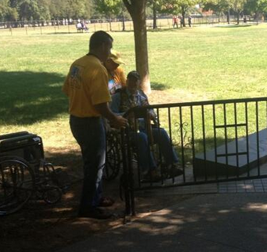 Wheelchair-bound veteran busts into the Korean War Memorial [photo]