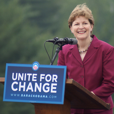 Jeanne Shaheen's answer on Obama's job approval greeted with laughter