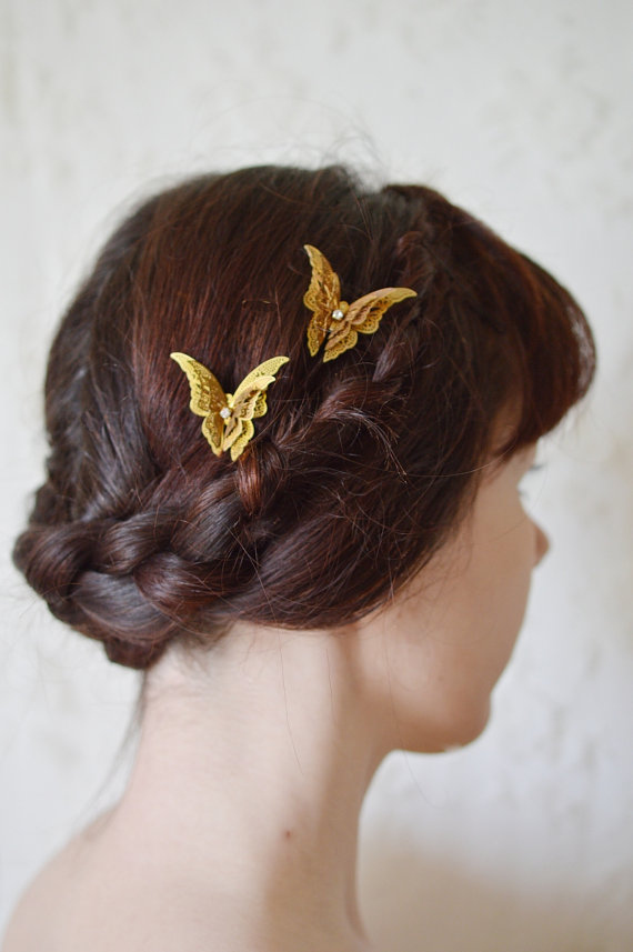 Tiny butterfly clips are an adorable addition, too.